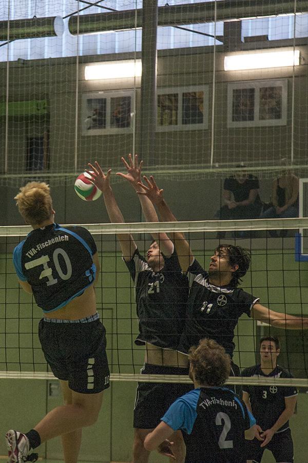 Erik Grimm setzt Norbert Engemann unstoppbar in Szene. Der Doppelblock hat keine Chance!