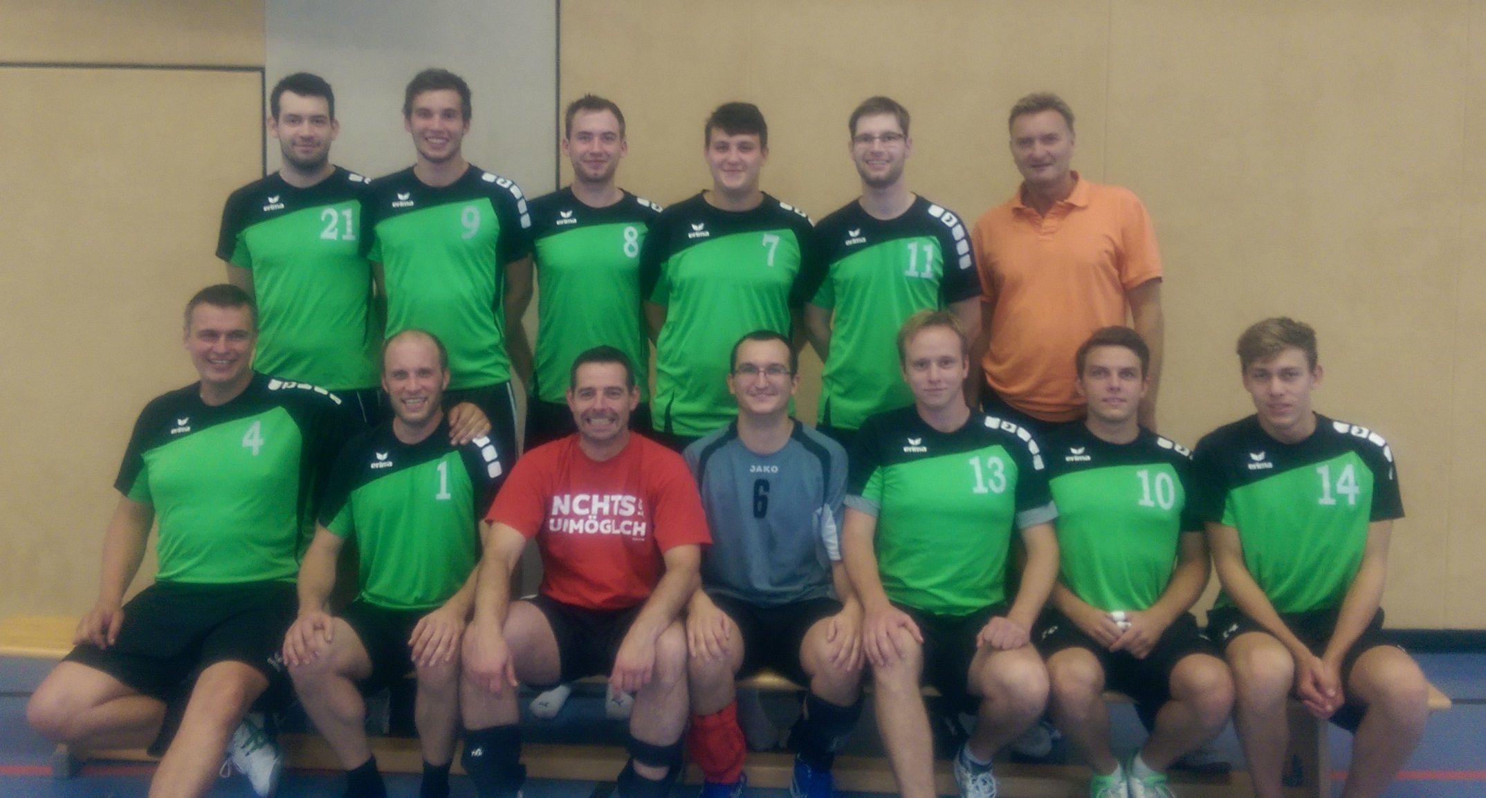 Das Bild zeigt das Mannschaftsfoto der 3. Herren Volleyballmannschaft..
