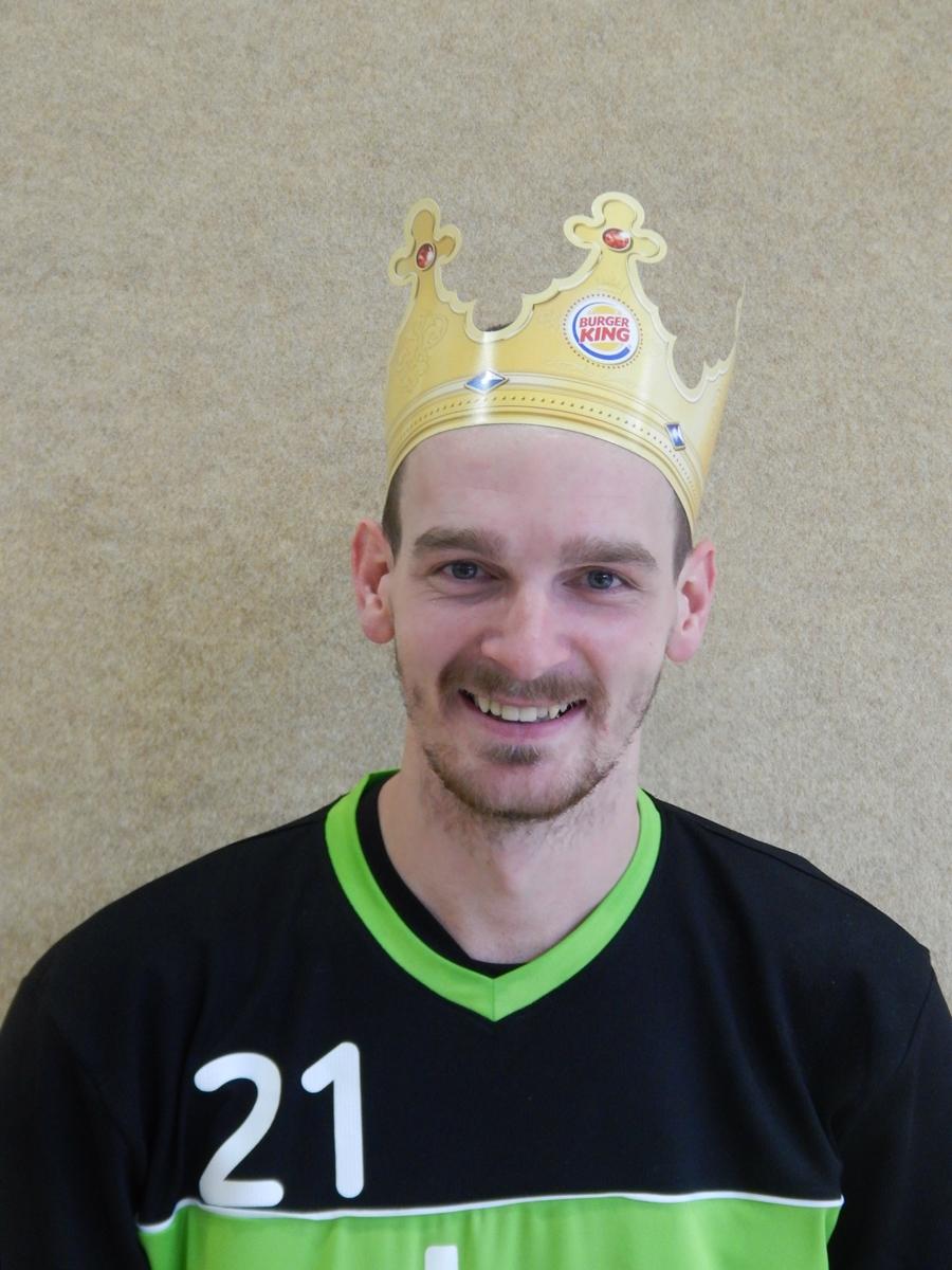 Das Bild zeigt unseren Volleyballer Rudi der als bester Spieler des 1. Spieltags in der Herren 4 (Saison 2014/2015) ausgelobt wurde!