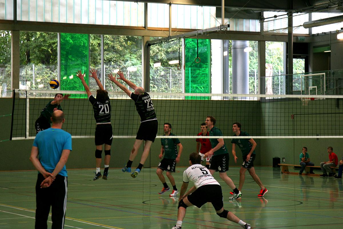 Hier sehen wir einen 2er Block im Volleyballspiel um den WVV-Pokal gegen den DJK Welbrück