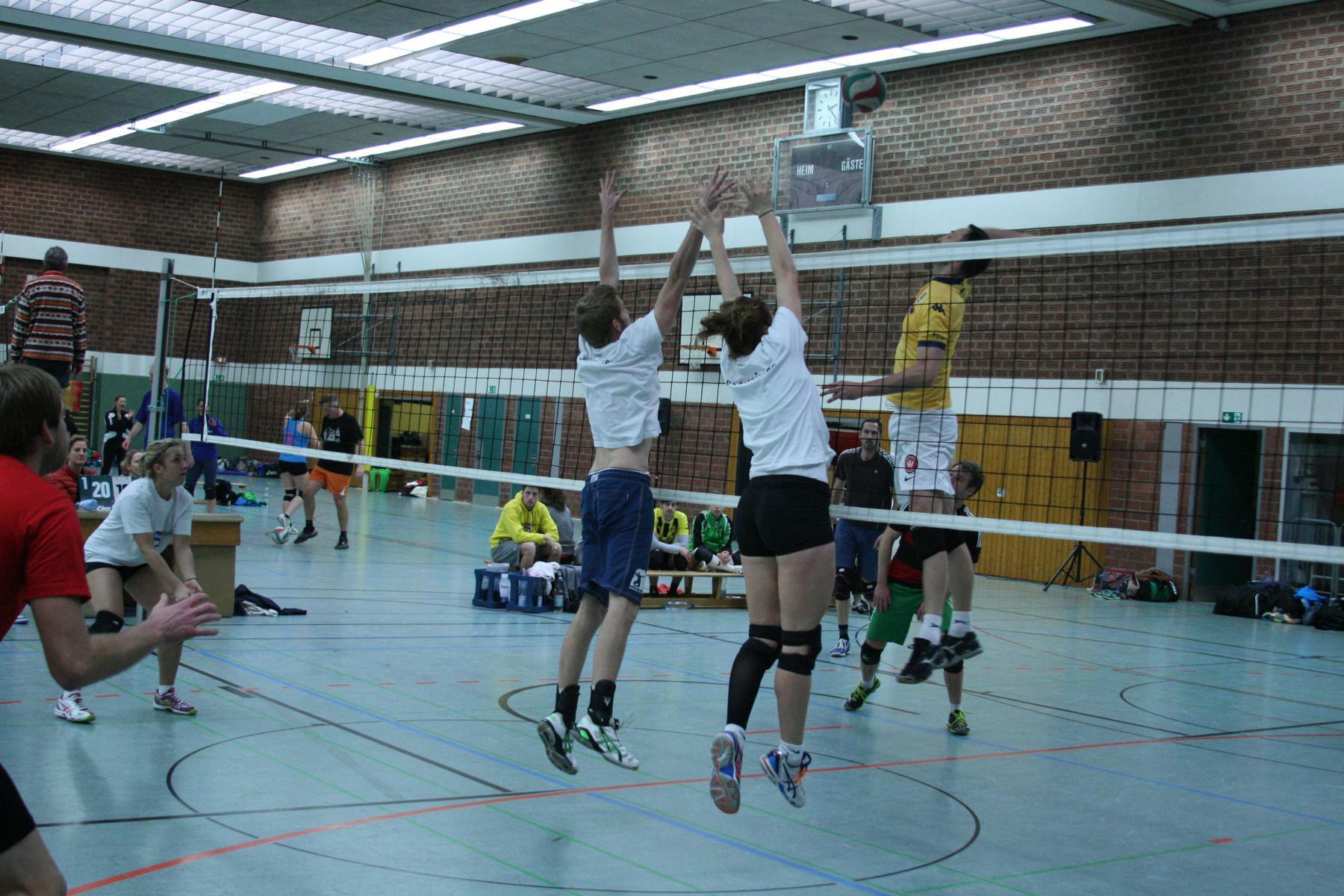 Das Bild zeigt eine Volleyballspielszene vom Neuhjahresturnier 2015.